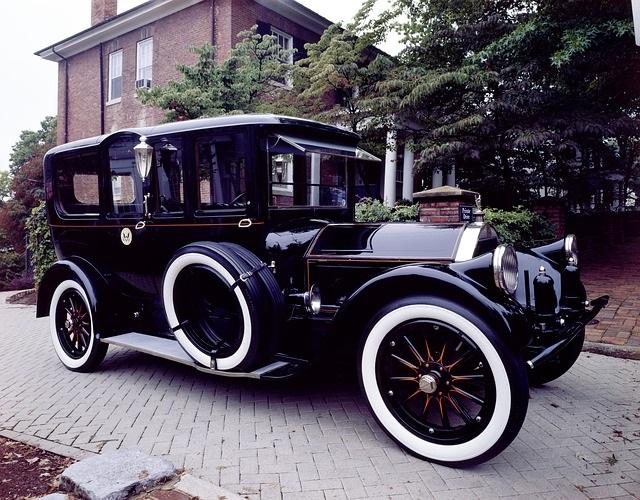 黒クラッシックカー