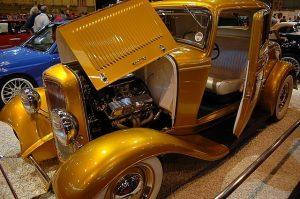 金色のクラッシックカー