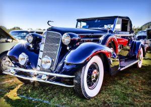 青い自動車